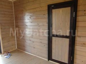 Деревянная филенчатая дверь