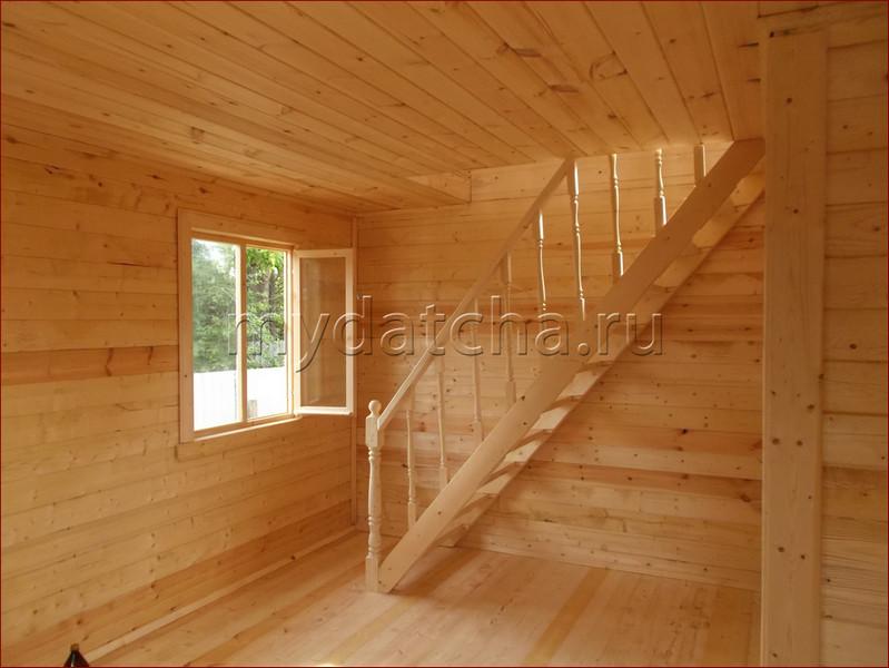 Фото второго этажа со встроенными балконами.