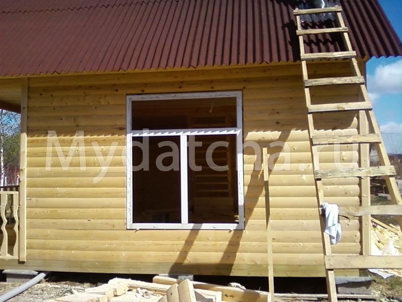 большие окна в доме из бруса