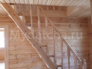 Лестница с точеными балясинами и перилами